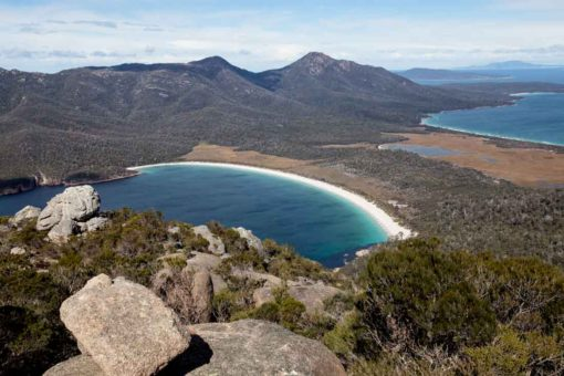 Freycinet National Park: Wine Glass Bay from the top of Mt Amos