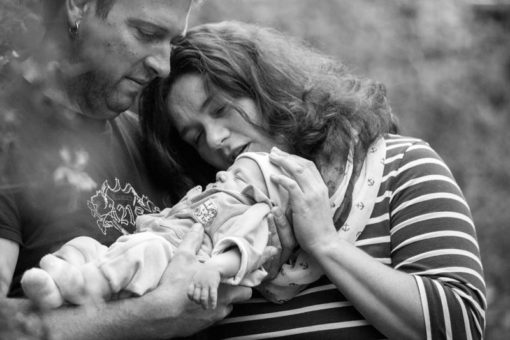New-born photo-shooting in black and white ©Erika's Way Photography