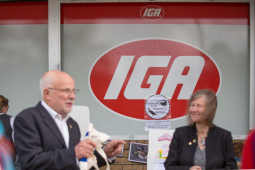 "'Plastic Bags Free Dandenong Ranges"" launch at Upwey IGA"