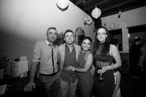 Bride and groom and friends. Grup picture. Photo by Erika's Way Photography